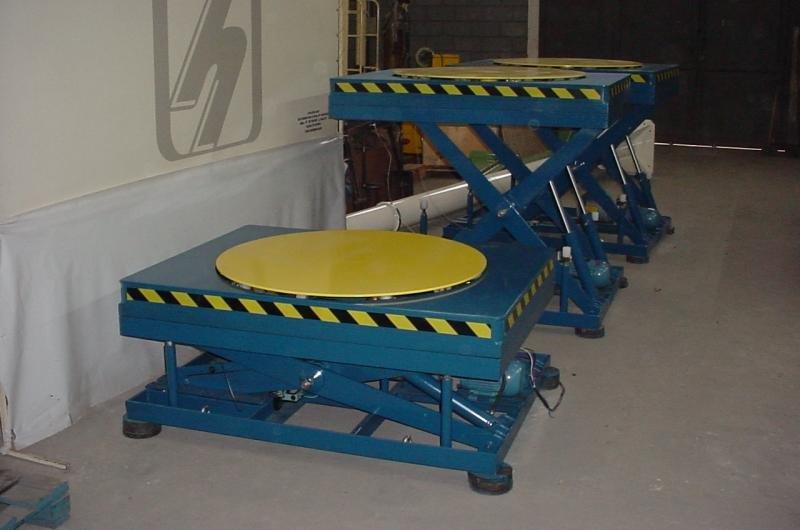 Mesa elevatória hidráulica pantográfica