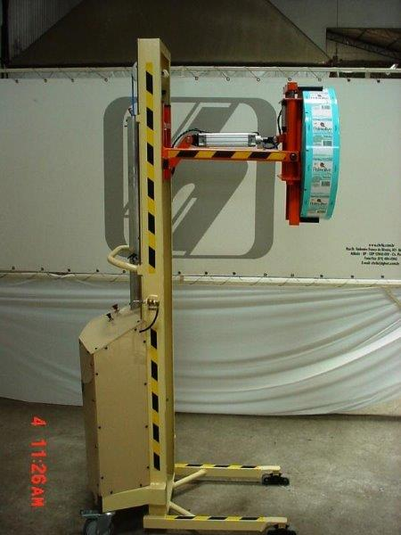 Virador de bobinas de aço
